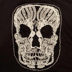 Free Kisses Tops - NWT Halloween shirt with skull size medium.